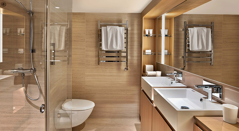 Nordic Junior Suite stateroom bathroom