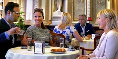 Karine Hagen having coffee with friends in Italy